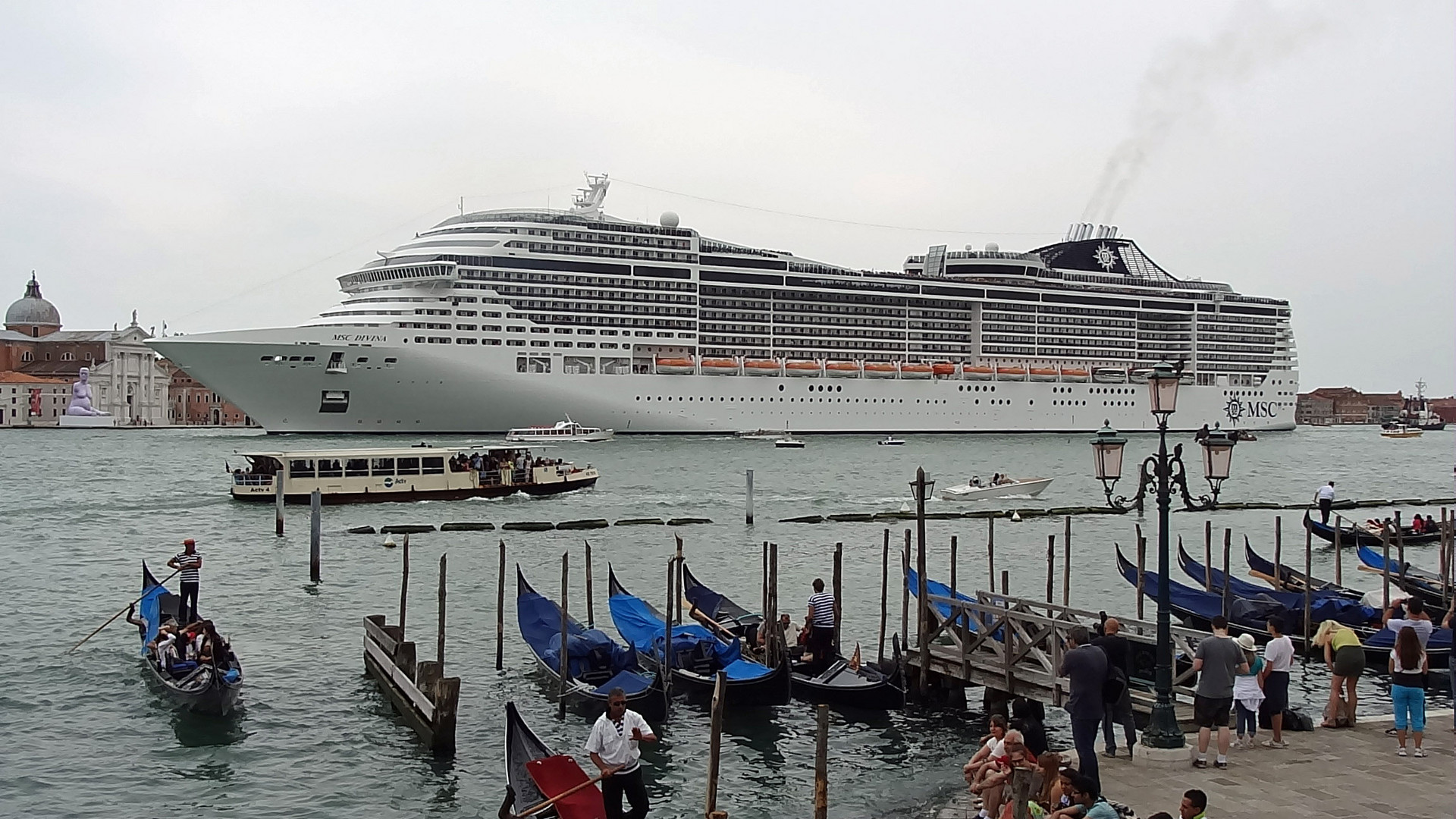 MSC DIVINA leaving Venice