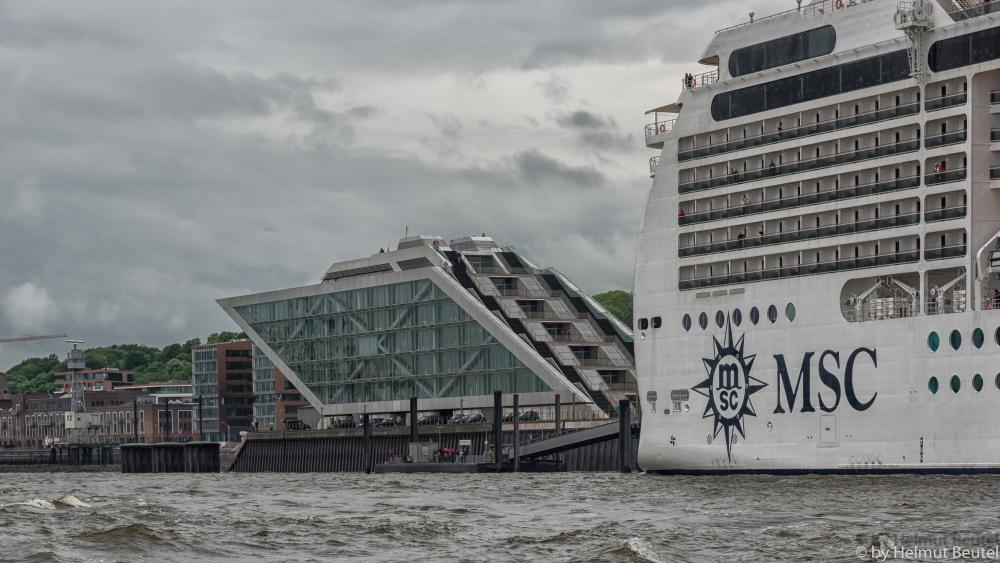 MSC MAGNIFICA und Dockland