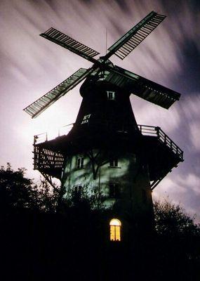 Mühle im Mondlicht