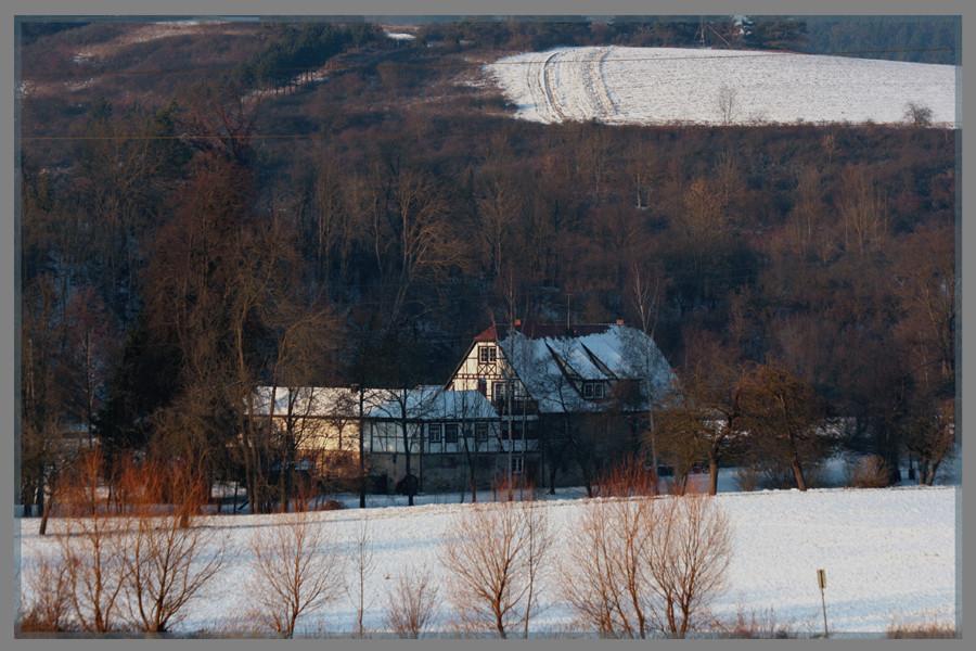 Mühle in winterlicher Landschaft