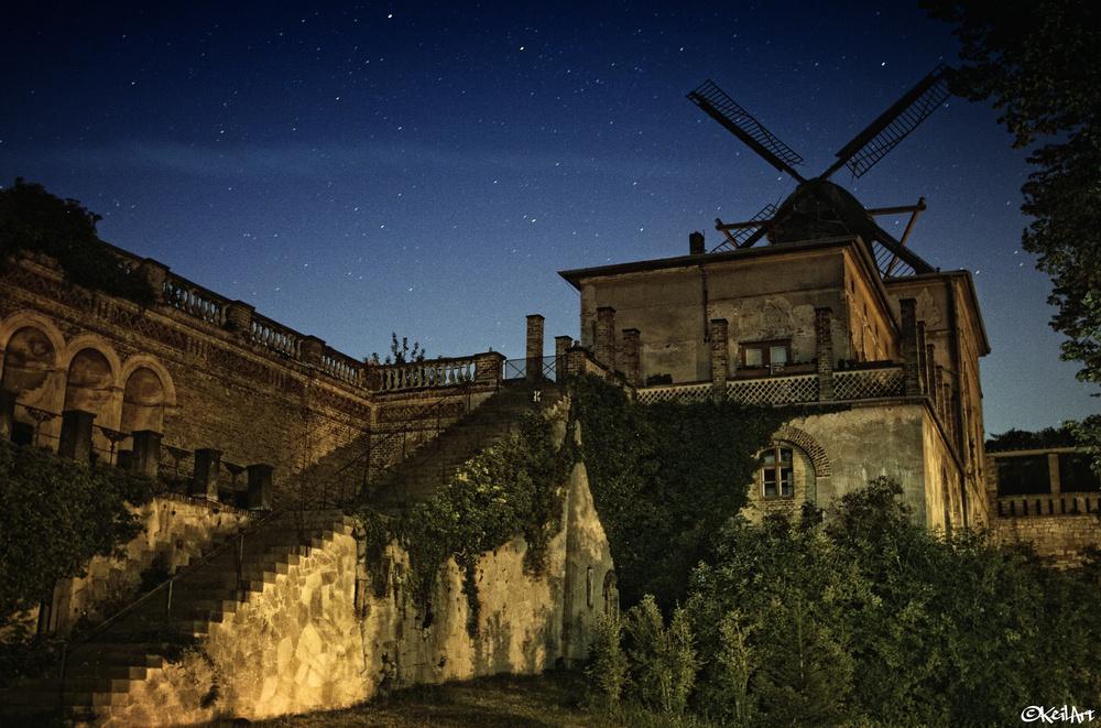 Mühle unter Sternen