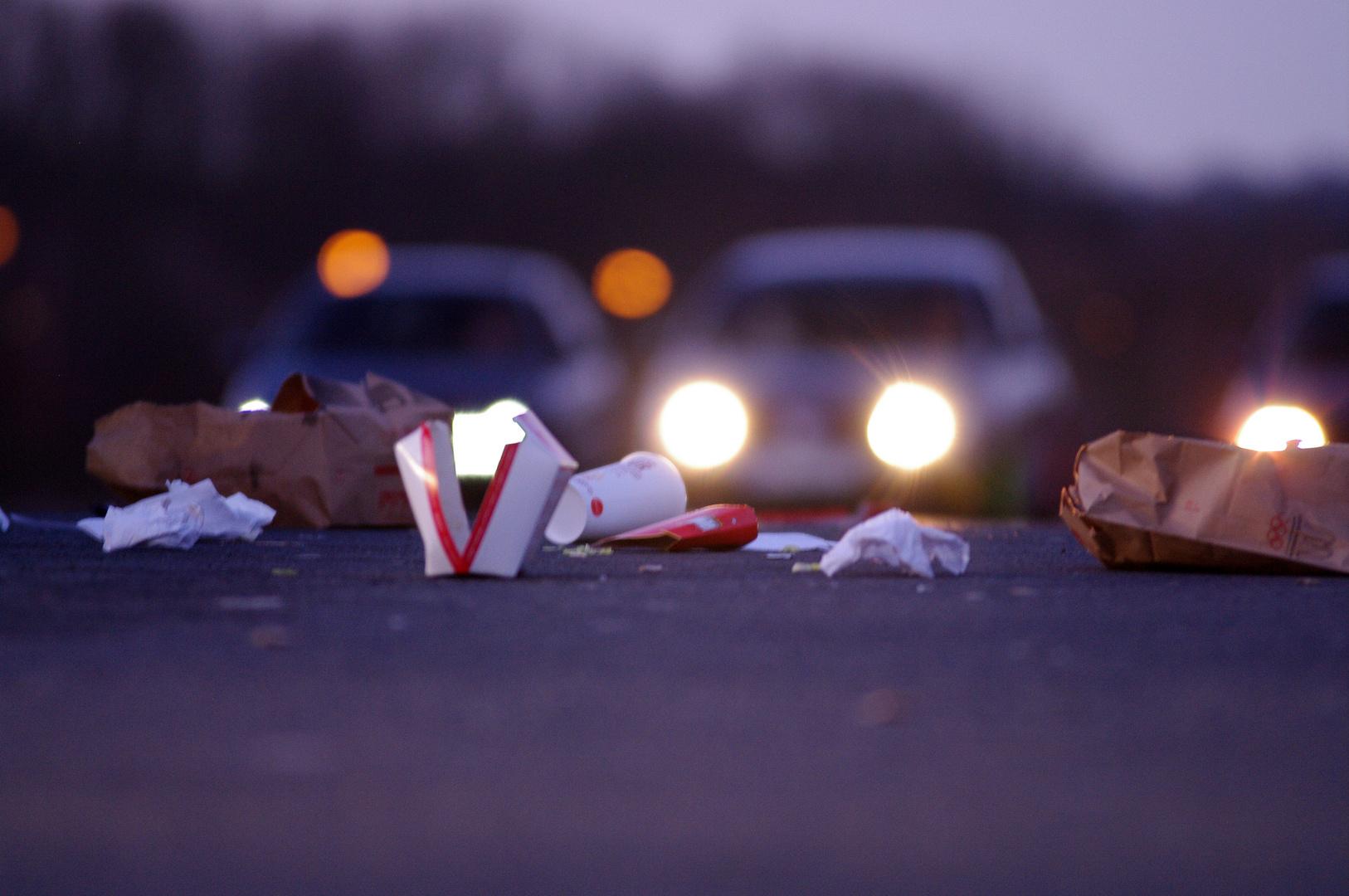 Müll auf einem McDonald's Parkplatz in Marburg