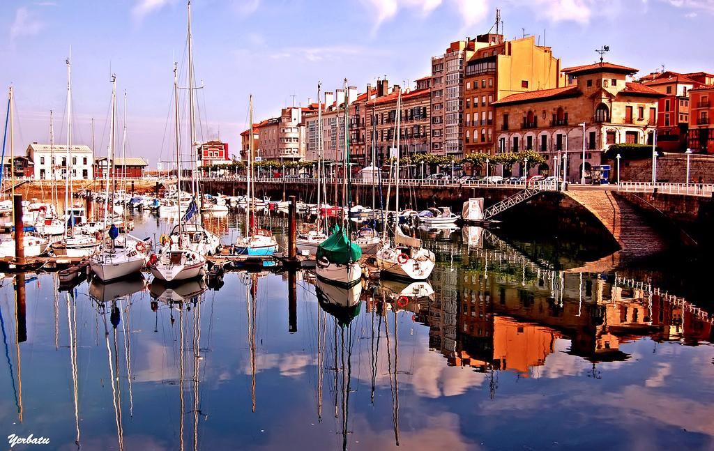Muelle deportivo Gijón Asturias
