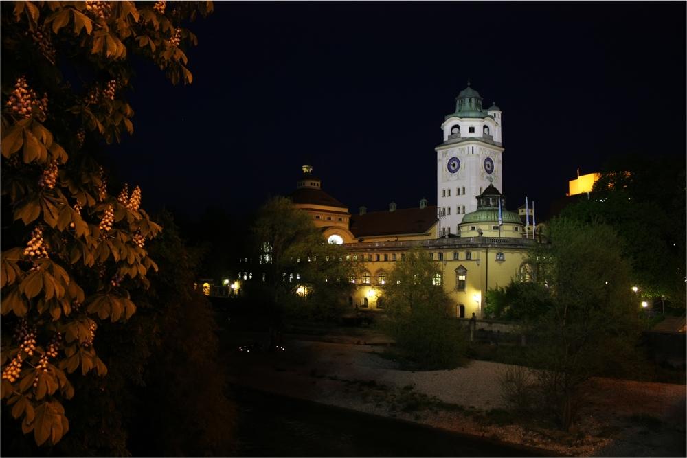 Müllersches Volksbad bei Nacht (Nähe Gasteig; Muffathalle)