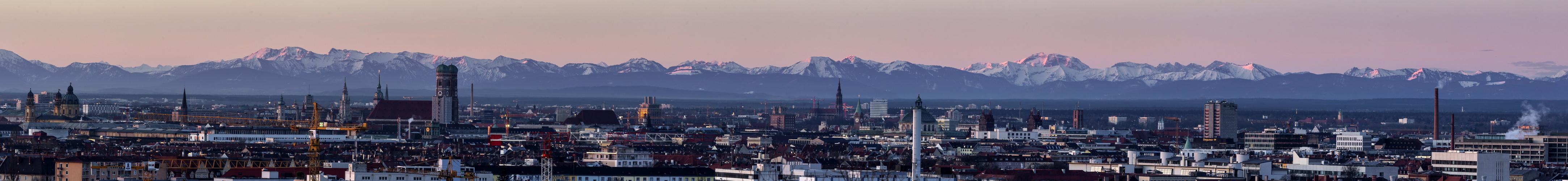 München kurz vor Sonnenaufgang 1. Teil des Panoramas