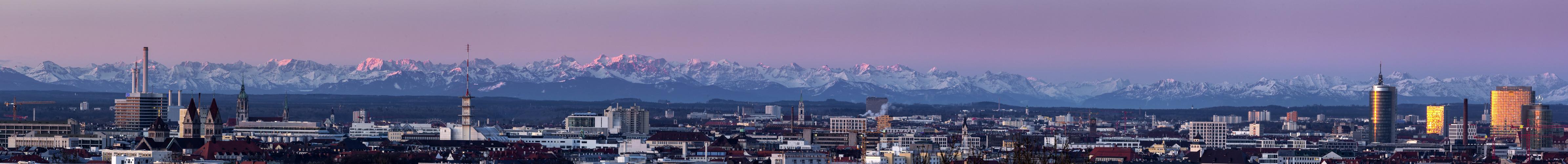 München kurz vor Sonnenaufgang 2. Teil des Panoramas