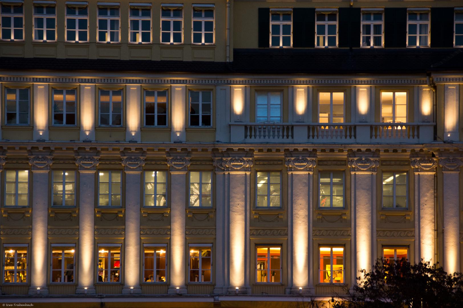 """""""München leuchtet"""" an der Fassade des Dallmayr-Stammhauses in der Dienerstrasse"""