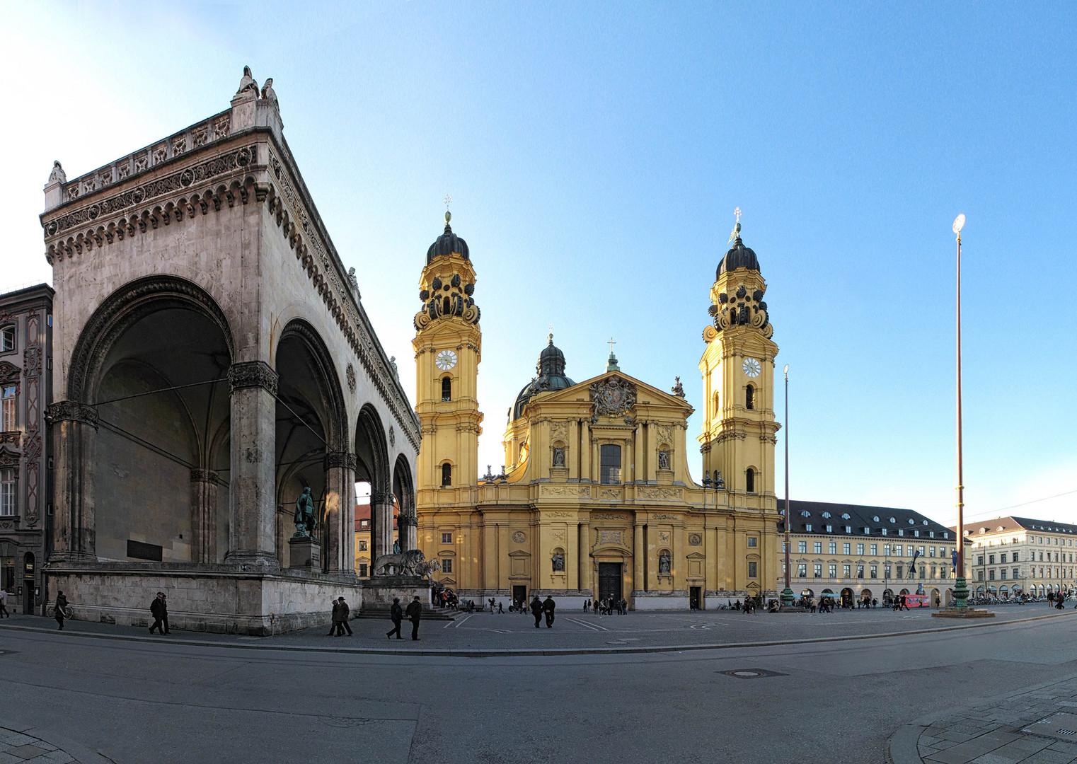 München Odeonsplatz Feldherrnhalle Theatinerkirche