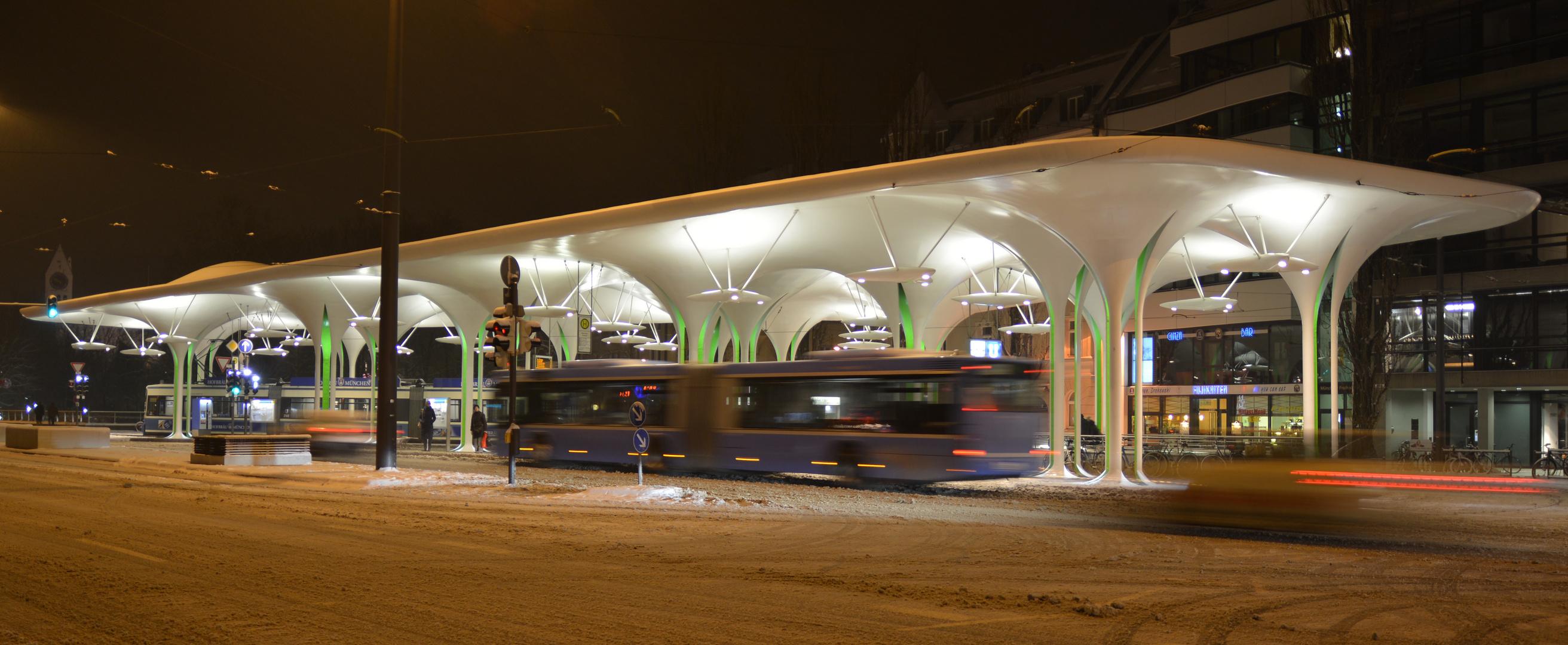 Münchener Freiheit -    Tram- und Bushaltestelle      21:51