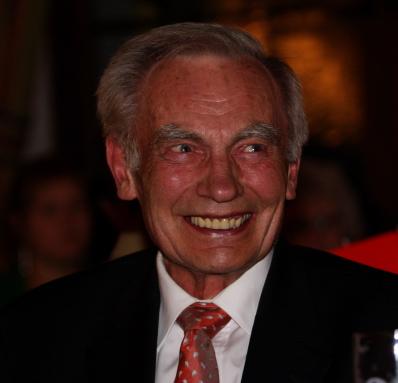 Münchens Alt - Oberbürgermeister Georg Kronawitter im Hofbräuhaus