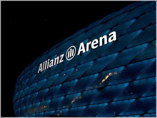 Münchens neuer Fußballtempel in Blau 2