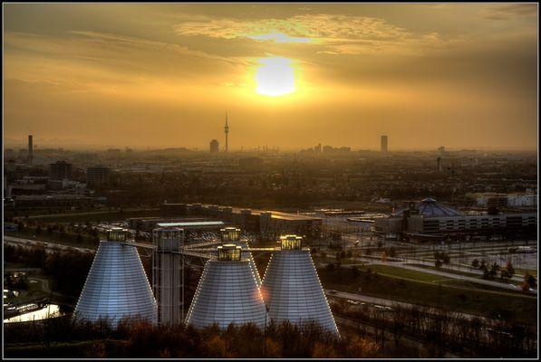 Münchner Klärwerk in der Abendsonne