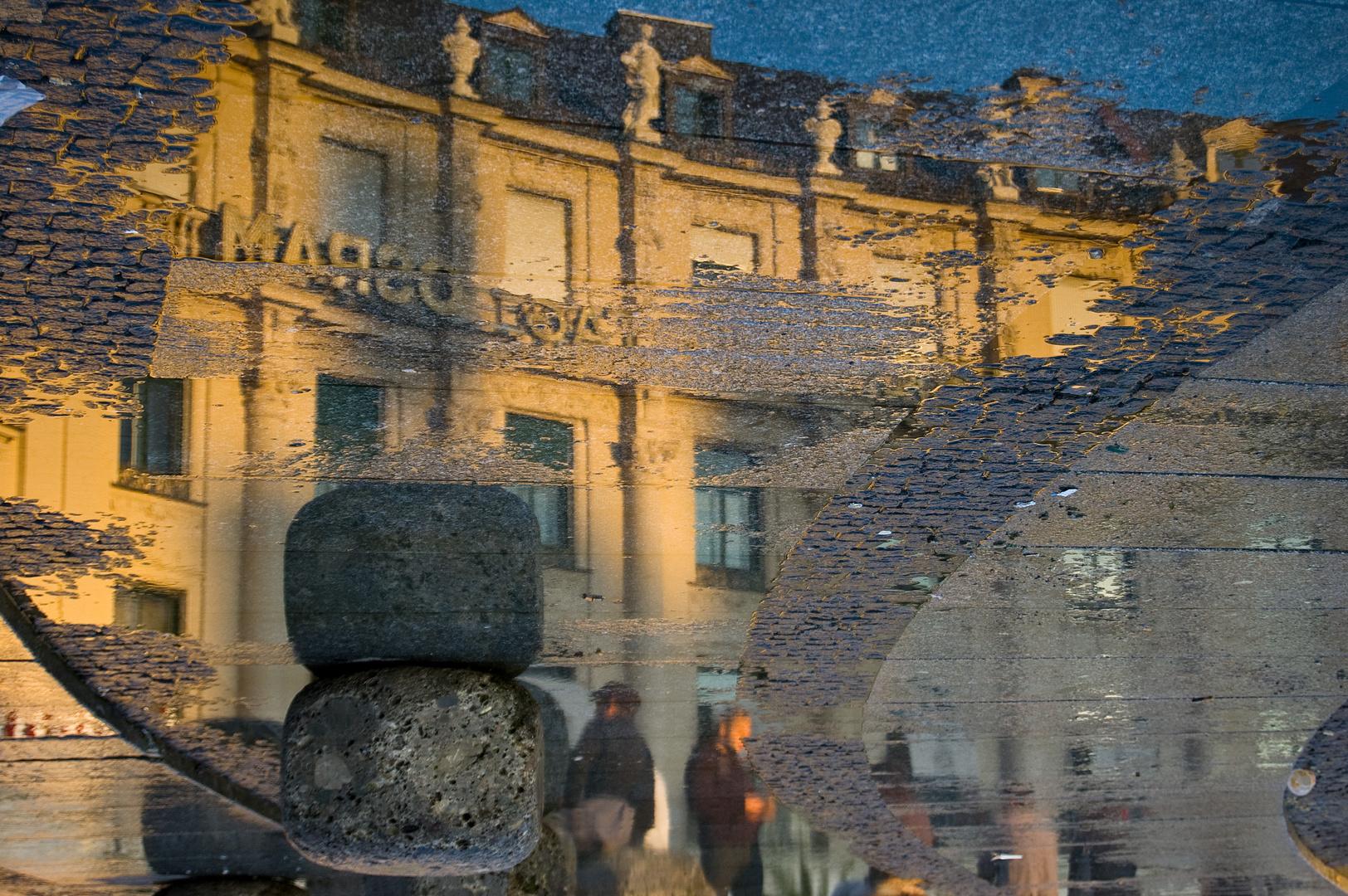 Münchner Stachus mit Spiegelung