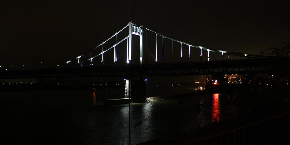 Mündelheimer Brücke über den Rhein...