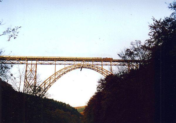 Müngstener Brücke mit Dampflok BR 38 2267 die alte P8
