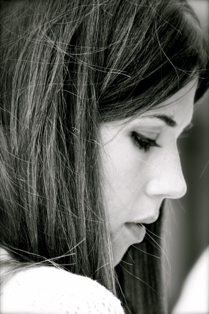 Mujer de ojos tristes