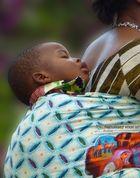 Mujer portando su bebé