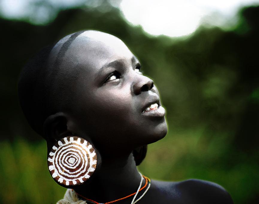 mujer tribu Surma en Africa