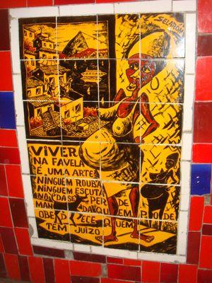 Mulher negra grávida- mais um trabalho artístico de Selarón, com azulejos