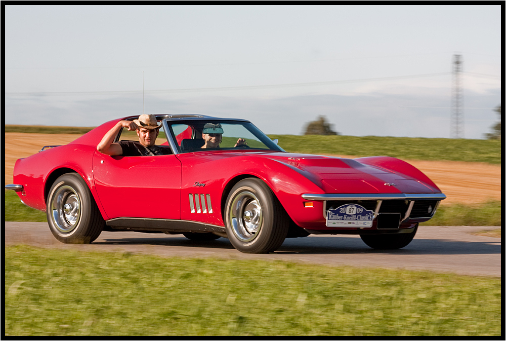 muscleboy im muscle car und ne frau am steuer corvette stingray foto bild autos zweir der. Black Bedroom Furniture Sets. Home Design Ideas