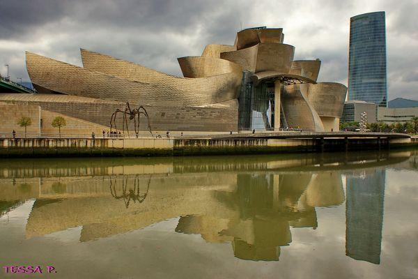 MUSEO GUGGENHEIM ............ EL ICONO DE BILBAO. Dedicada a MONTSE TRILLA.