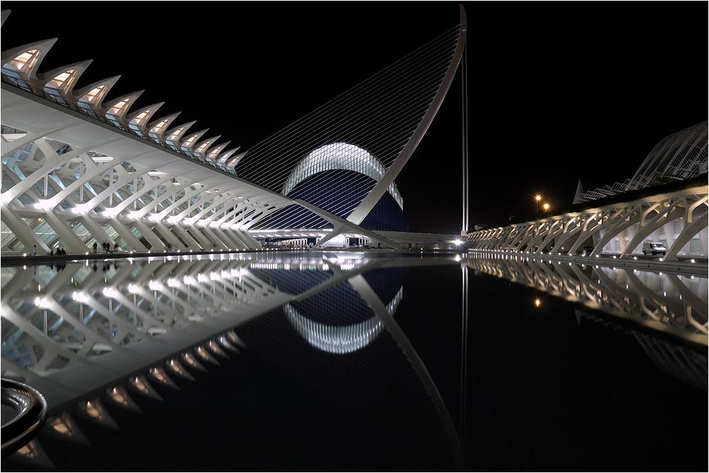 Museo, puente y L'Agora