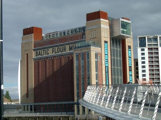 Museum in Gateshead/Newcastle mit Millenium Bridge