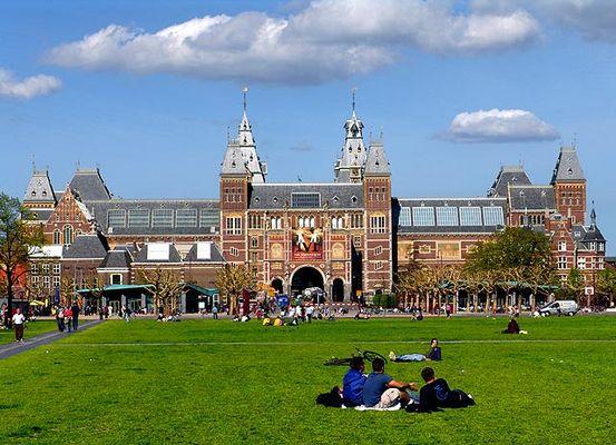 Museum Plein mit Rijksmuseum