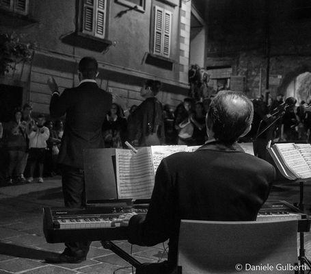 ....Musica maestro !!