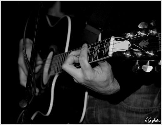 musicine et sa guitare