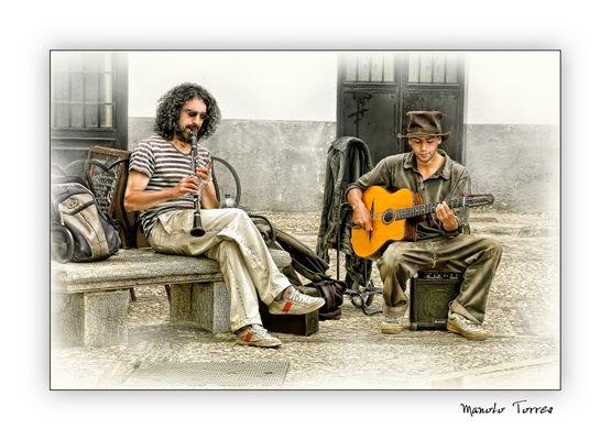Músicos en el Albaicín (para Marce)