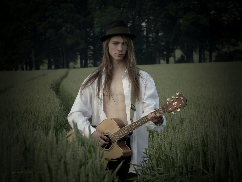 Musiker Portrait Marian im Feld