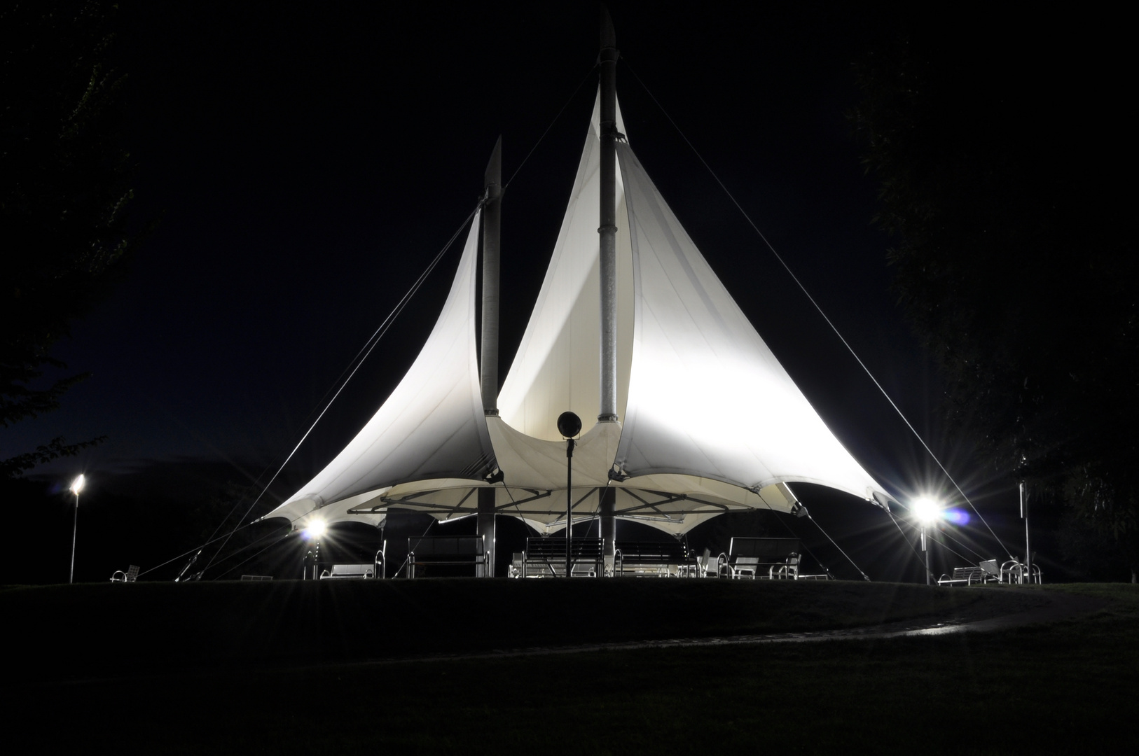 Musikpavillon in Form eines Segels im Kurpark Bad Schlema