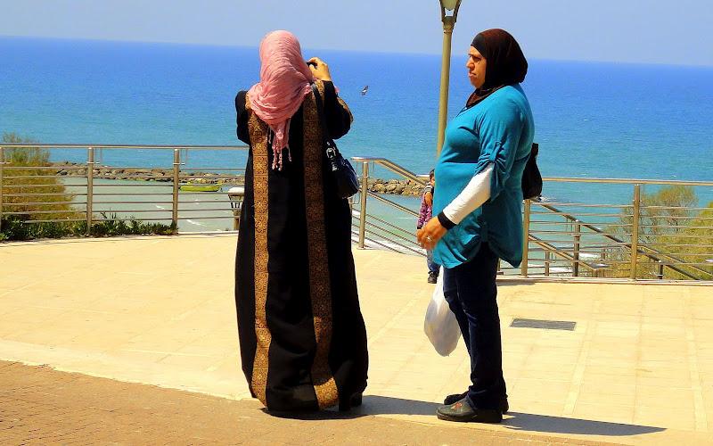 MUSLEM WOMENS ON BEACH OF NETANYA