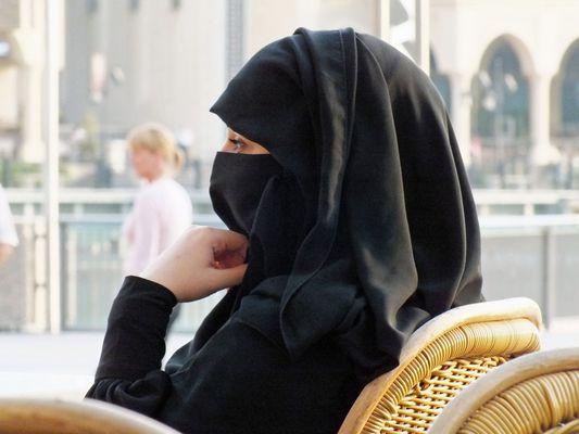 Muslimin beim Nachmittagsdrink