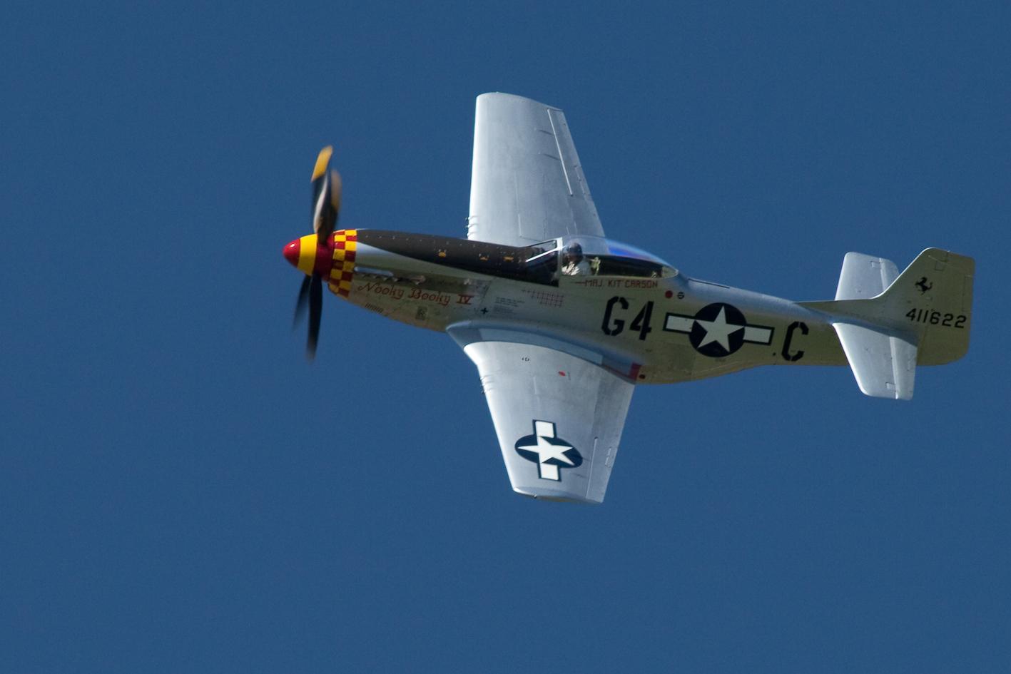 Mustang P-51 über Kestenholz