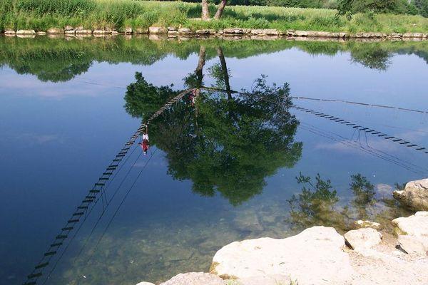 Mutprobe im Wasserspiegel