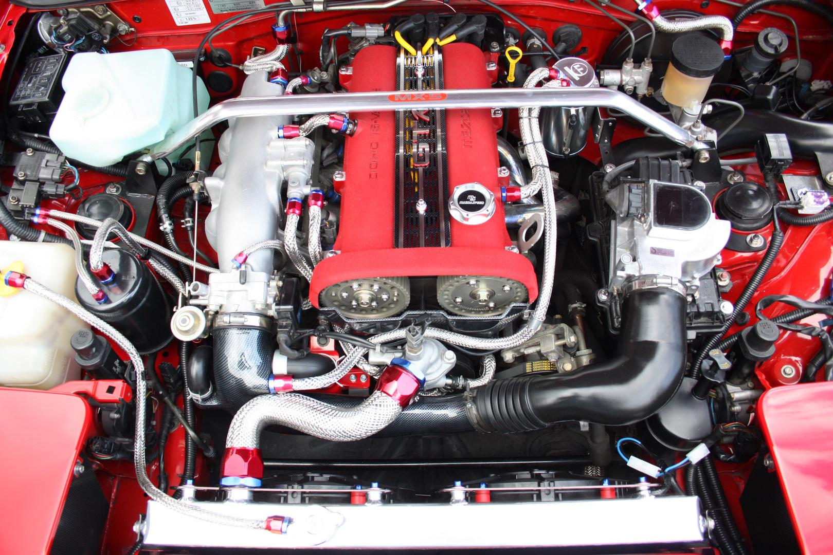 MX 5 Miata Detailaufnahme eines getunten Motors