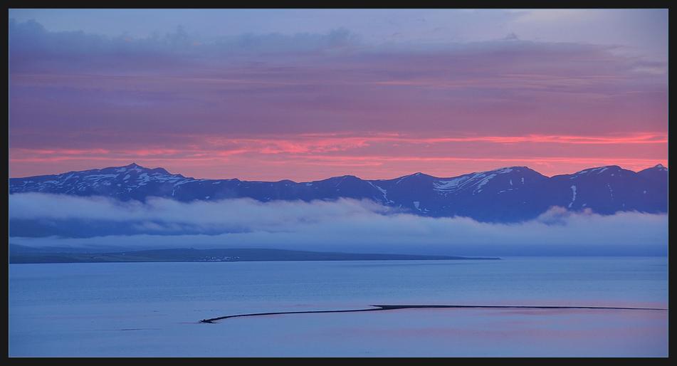 Mystischer Sonnenuntergang in Island.