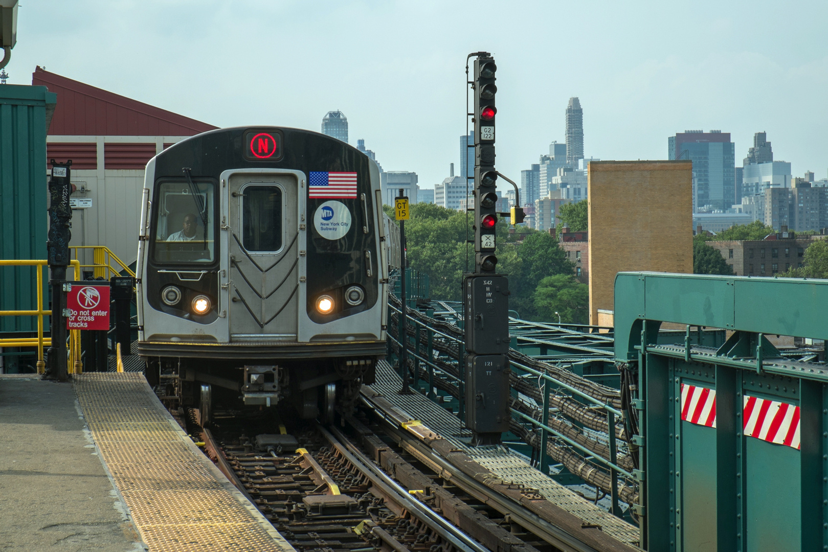 N Train Einfahrt Queensboro Plaza