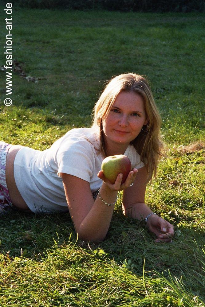 Na Adam, möchtest du diesen Apfel?
