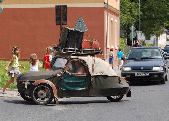 ...nach dem Faltboot kommt das Faltauto:-)