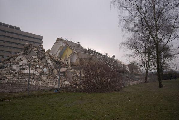 Nach der Sprengung des Schwesternwohnheims in Krefeld