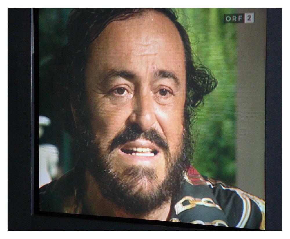 Nach einer sendung über den leider verstorbenen pavarotti hat meine