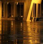 nach Regenschauer ergeben die Gehry Bauten . . .