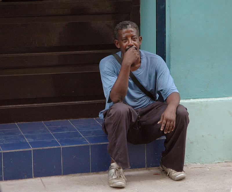 nachdenklicher Mann auf Kuba