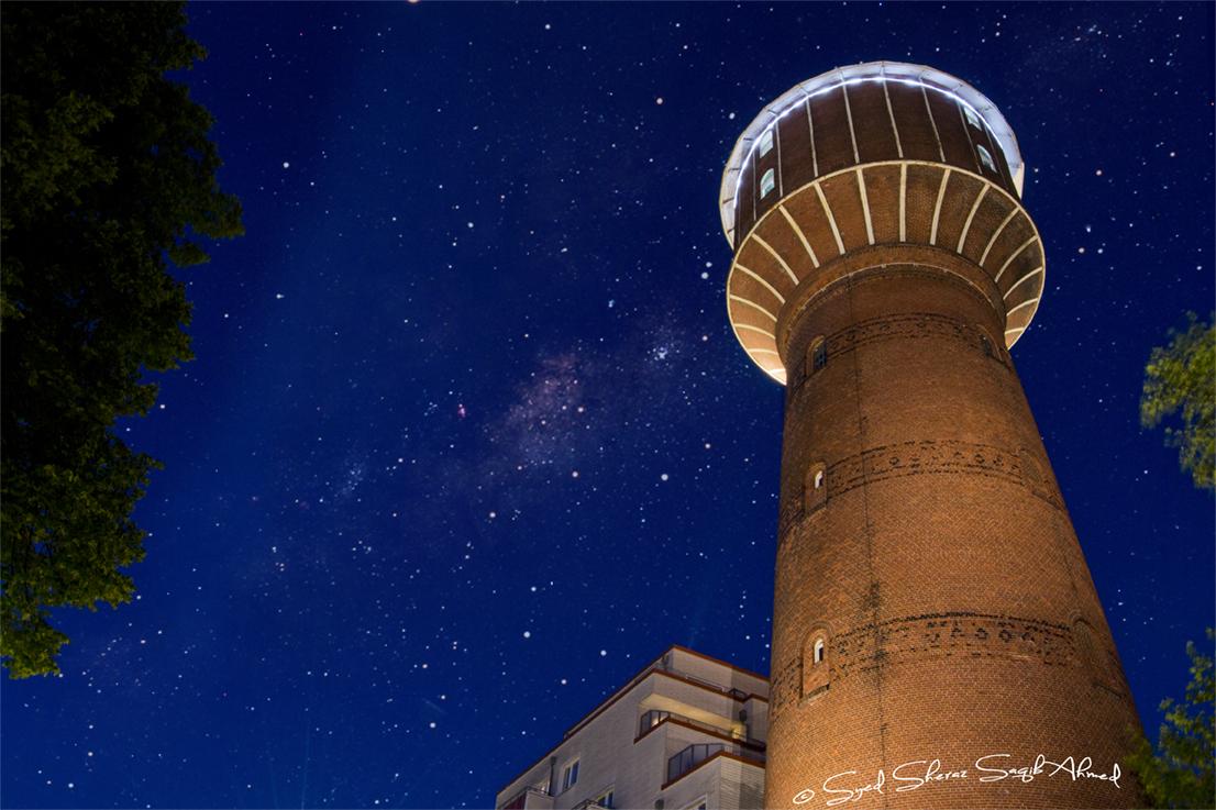Nachhimmel am Wasserturm in Elmshorn - Nachthimmel mit Sternenhimmel und der Milchstraße