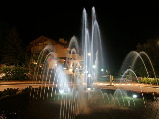 Nacht am Ortseingang von Seis am Schlern