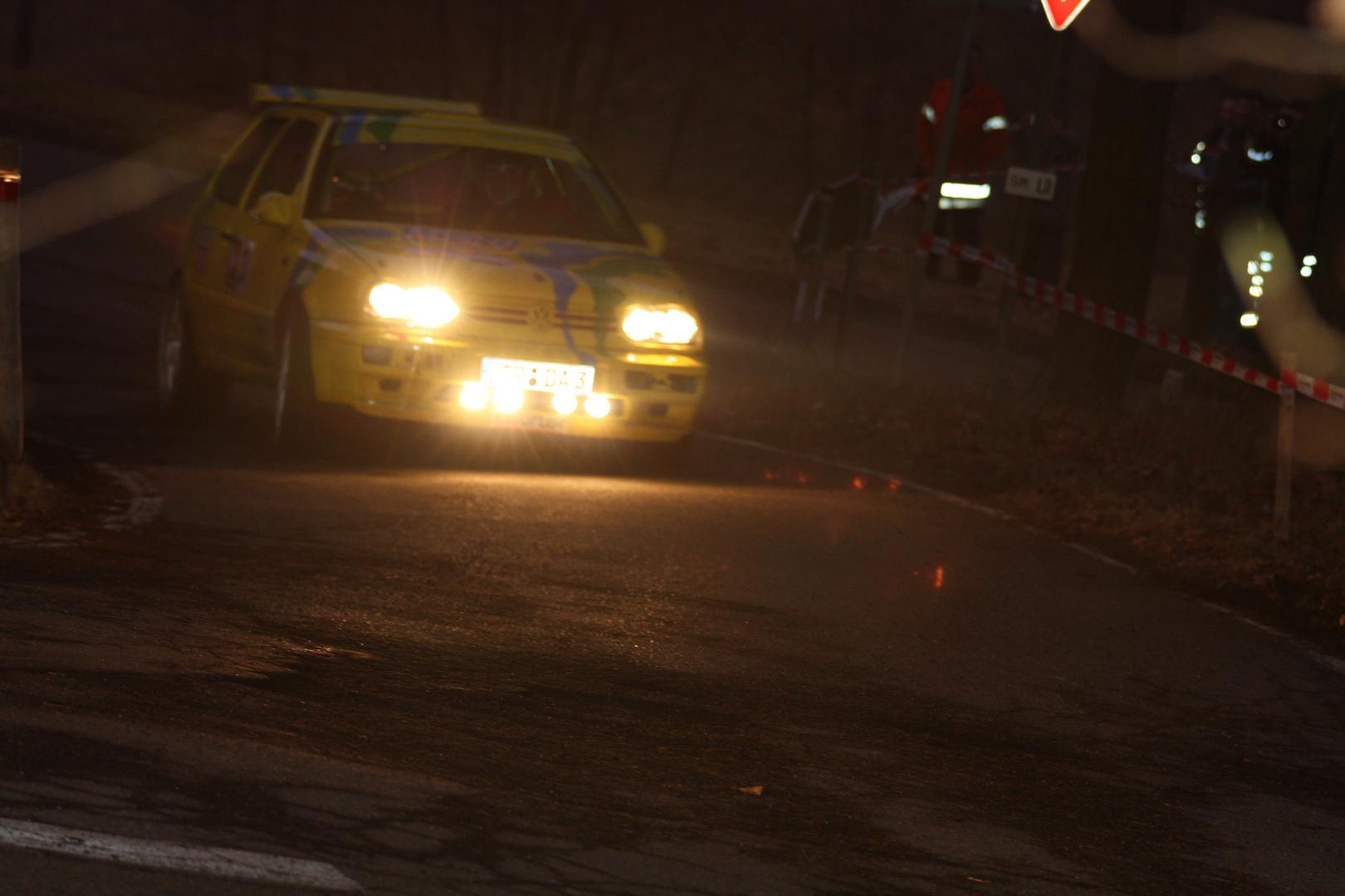 Nacht bei der Rallye ...