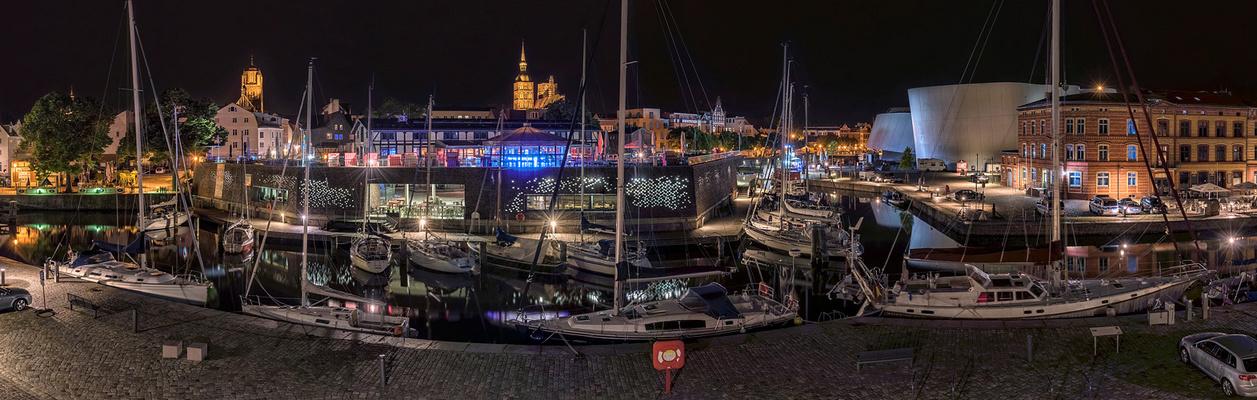 Nacht, im Hafen von Stralsund